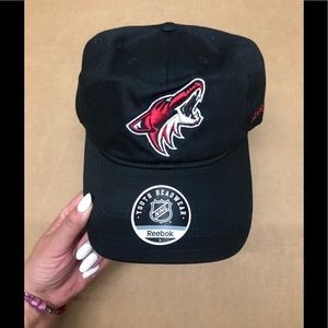 L Reebok Arizona Coyotes Back hat Youth NWT NHL